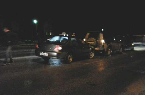 Коварный гололед привел к столкновению трех автомобилей в Брянске