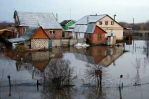 Дачи на окраине Брянска скрылись под водой