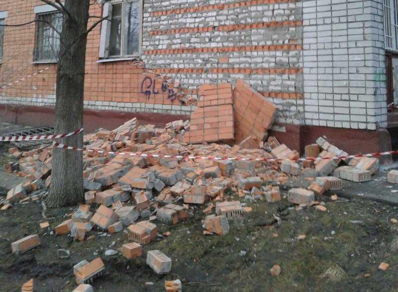 В Брянске обрушилась стена многоэтажки