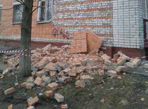 Рухнувшую облицовочную стену дома в Брянске восстановят