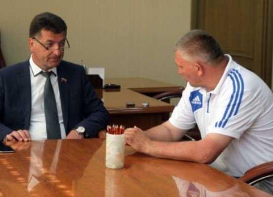 Директор брянской спортшколы получил 2 года колонии за мошенничество
