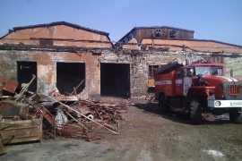 В Брянске на БМЗ сгорело строение