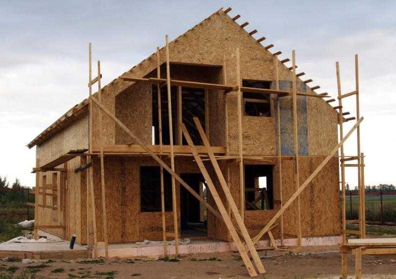 Брянские строители нарастили обороты, но частных домов сдали меньше