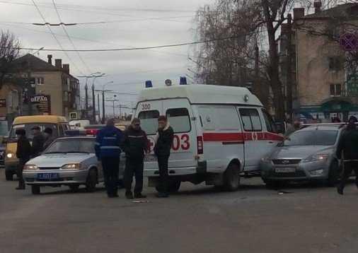 В Брянске «скорая помощь» попала в аварию