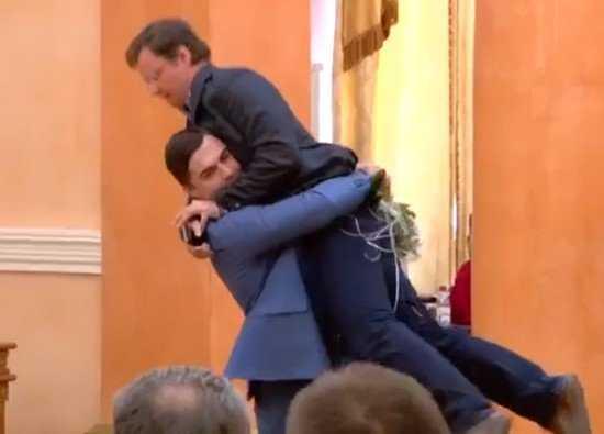 Вынос очередного чиновника с трибуны возмутил Саакашвили