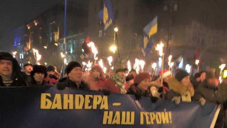 Житель Брянска попал в скандал с украинским флагом на балконе