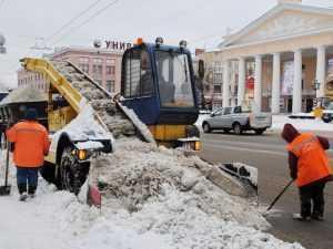 В Брянске дорожники дали сражение вернувшейся зиме
