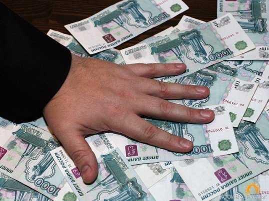 В Брянске будут судить криминального банкира и его подельниц