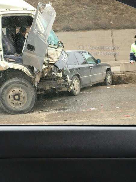 На Брянской улице грузовик без тормозов протаранил 5 автомобилей