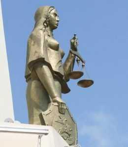 Брянский судья артистически провел процессы с пустой папкой