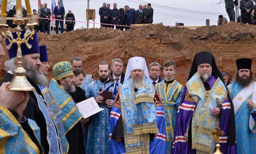 В Клинцах заложили первый камень в основание Кафедрального Собора