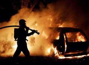 В брянском райцентре поутру сгорела иномарка