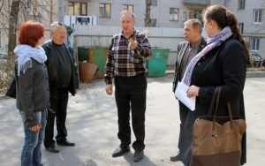 Брянских коммунальщиков заставят восстановить разбитый асфальт дворов