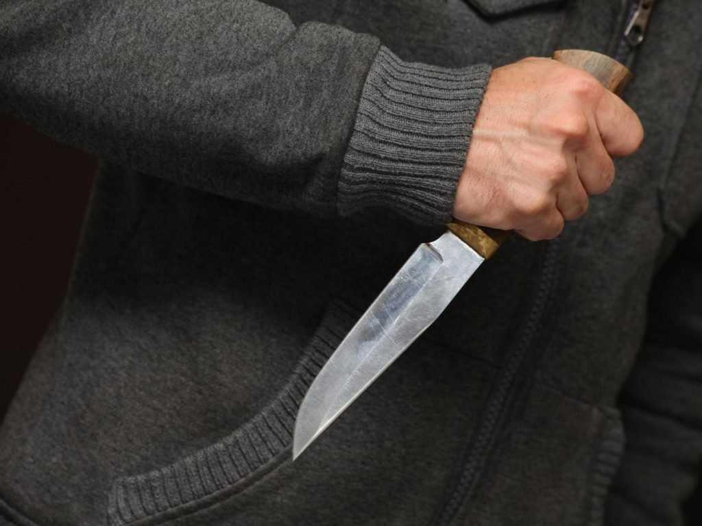Изрезавший женщину свирепый брянец отправлен под суд