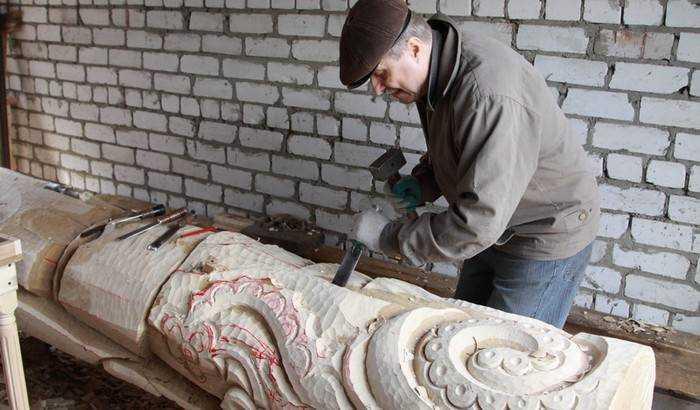 Для брянского парка Толстого вырежут скульптуры из двухсотлетних дубов