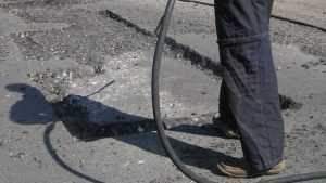 Красноармейскую улицу Брянска дорожники превратили в минное поле