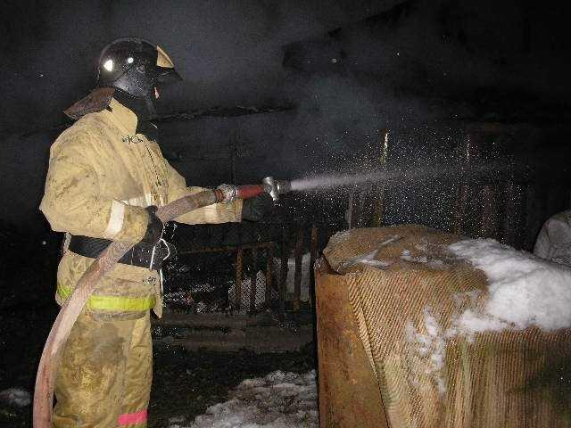 В Брянске на складе сгорели детали