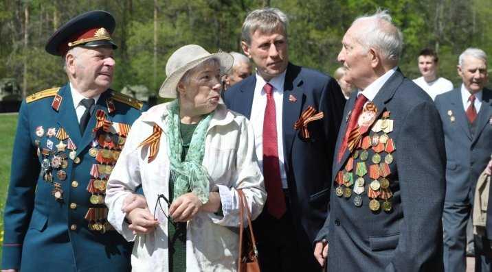 Брянский депутат Виктор Гринкевич поздравил ветеранов на Партизанской поляне