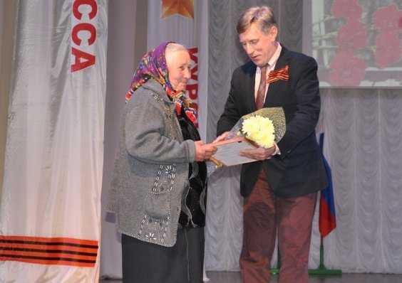 Брянский депутат Виктор Гринкевич поздравил жителей Карачева с Днём Победы