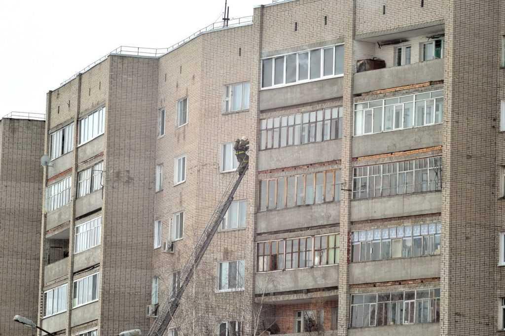 В брянском райцентре потушили пожар в многоэтажке