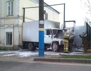 В центре Брянска потушили загоревшийся грузовик