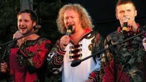 «Бабкины внуки» споют у храма Георгия Победоносца в Брянске