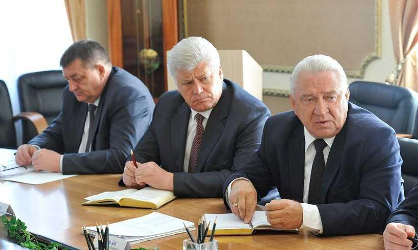 В Брянске будут награждать лишь руководителей с прозрачными кошельками
