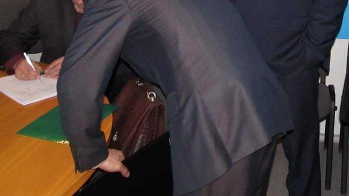 Брянская прокуратура лишила чиновников дополнительных пенсий