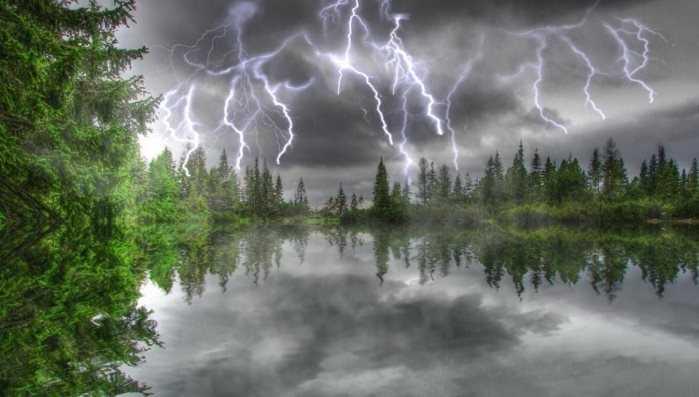 Завтра Брянщину ожидают грозовые дожди и сильный ветер