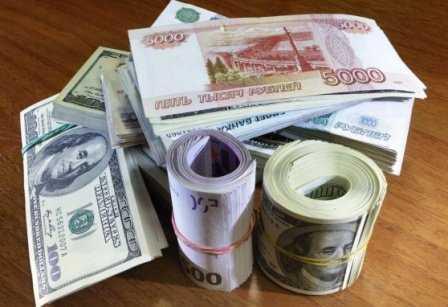 Из-за женщин брянец лишился 2000 евро, 1000 долларов и 51 тысячи рублей