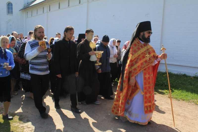 В Свенском монастыре Брянска прошло соборное Богослужение и Крестный ход