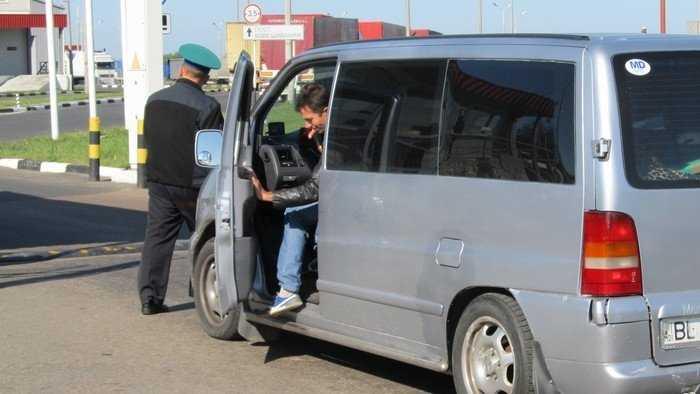 Брянского таможенника осудили за беспошлинный ввоз автобусов