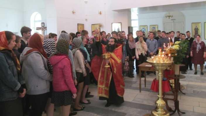 Сто брянских выпускников помолились перед ЕГЭ