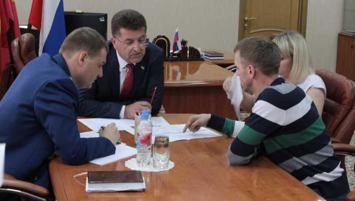 Главе Брянска и прокурору города рассказали о бесхозных квартирах