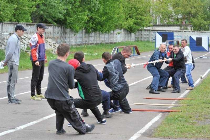 Брянские пожарные сразились в соревнованиях по легкой атлетике