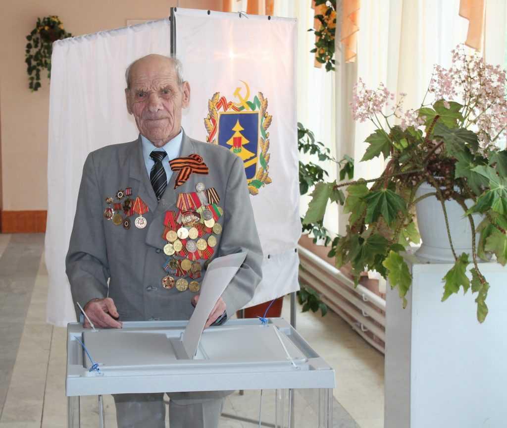 Брянский партизан пришел на избирательный участок