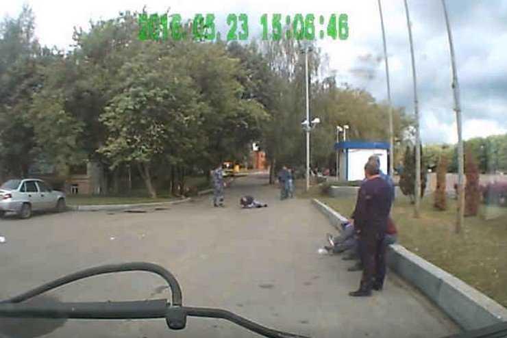 В Брянске охранник одним приемом сломал руку посетителю кафе