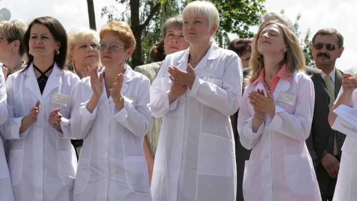 Зарплата брянских медиков выросла до 33355 рублей