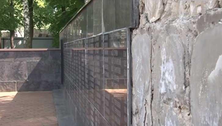 Брянцы восстановят в Навле обрушившуюся «Стену Памяти»