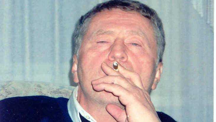 Курильщикам запретят дымить на улице