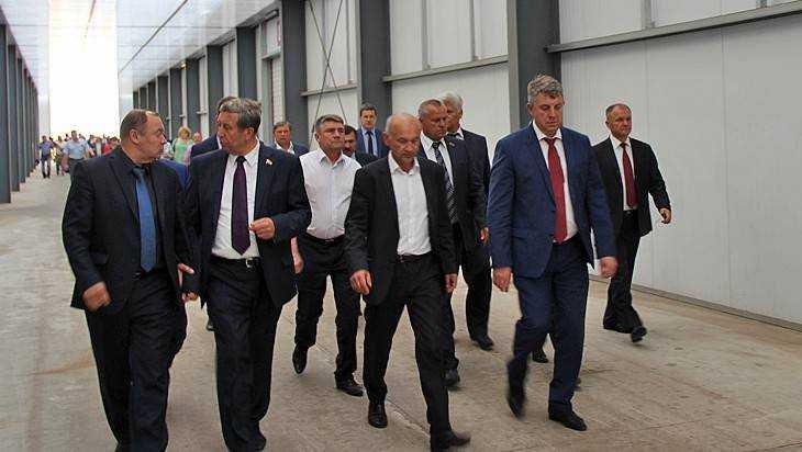 Брянские чиновники и депутаты полакомились морковками