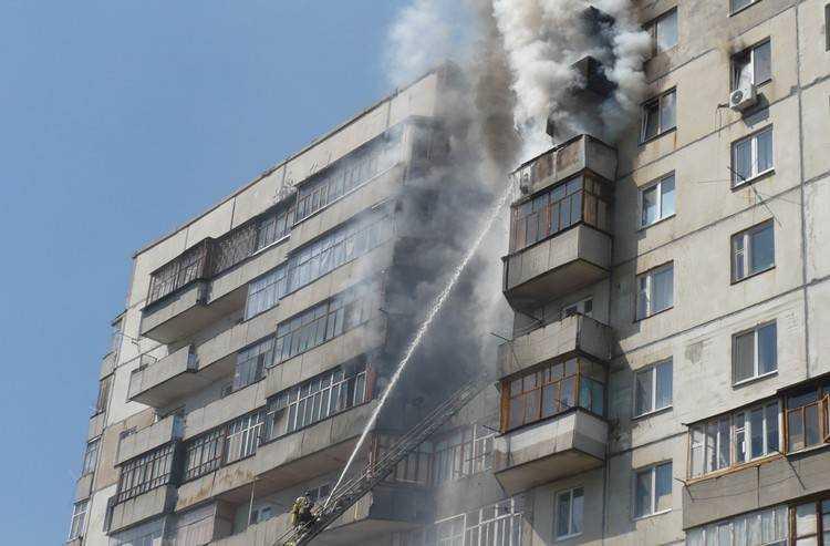 В Брянске потушили пожар на балконе жилого дома