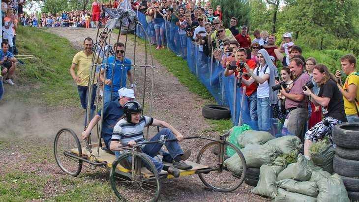 В Брянске провели потешные квасные гонки