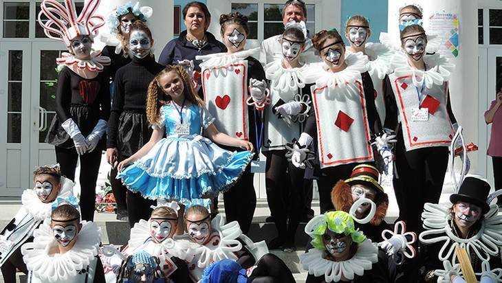 На фестивале «Славянский перекресток» брянцев одарили 8 театров