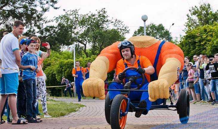 В потешных брянских заездах победил тарантас «Руки из плеч»