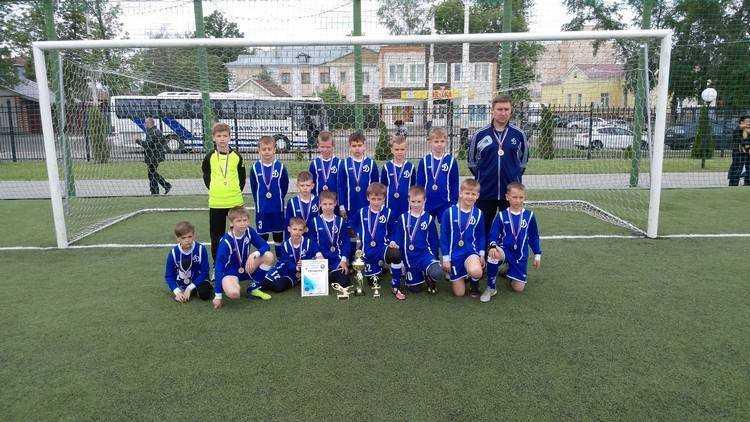 Брянская «Надежда» помогла детскому футболу