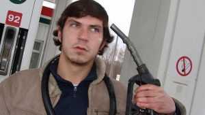 За месяц бензин на брянских АЗС подорожал на 30 копеек