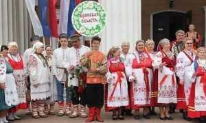 День России брянцы встретили фольклорным хороводом