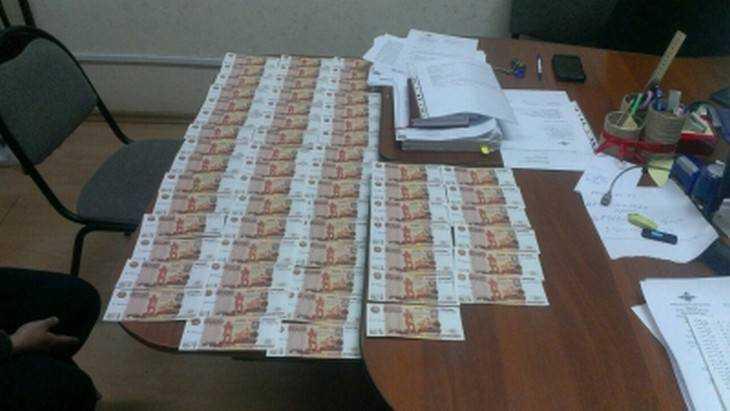 Брянские и калужские полицейские задержали сбытчиков фальшивок