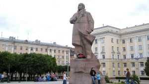 Смоляне предложили снести памятник Ленину